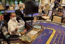 Macau casino workers to wear mask until March