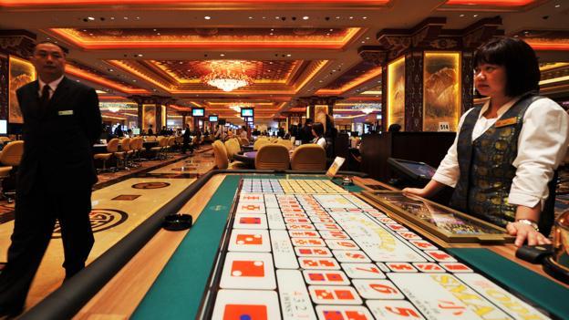 Macau, casino, dealer